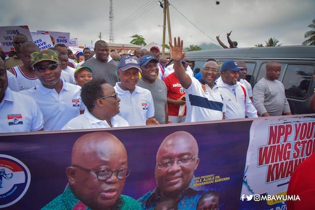 Bawumia waving at the crowd at the health walk