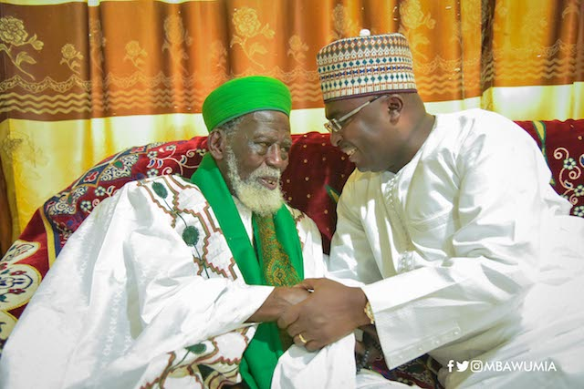 Chief Imam Nuhu Sharubutu and Bawumia in a hearty chat