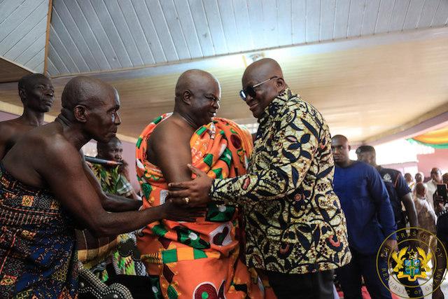 Katakyie Kwesi Bumangama II, Omanhene of Sefwi Wiawso, exchanging pleasantries with President Akufo-Addo