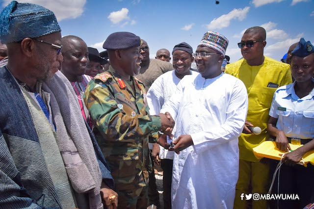 Bawumia and armed forces chief at the ceremony