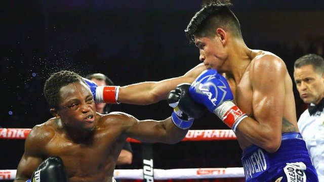 Emanuel Navarrete, right, defended his WBO junior featherweight world title with a TKO victory in Round 12 over Isaac Dogboe in the rematch. Mikey Williams/Top Rank