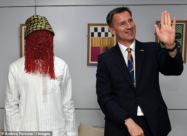 Jeremy Hunt and Anas in a pose for the cameras