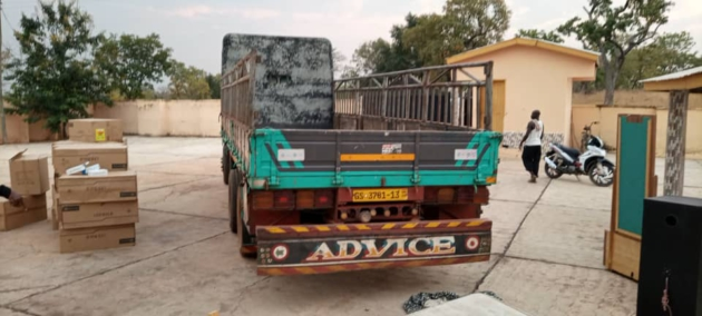 JUST IN: DCE caught 'packing government properties to private residence' (PHOTOS) 2