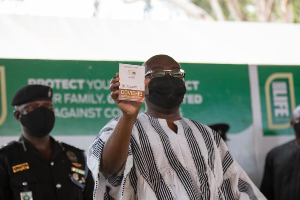 Bawumia shows his vaccination certificate