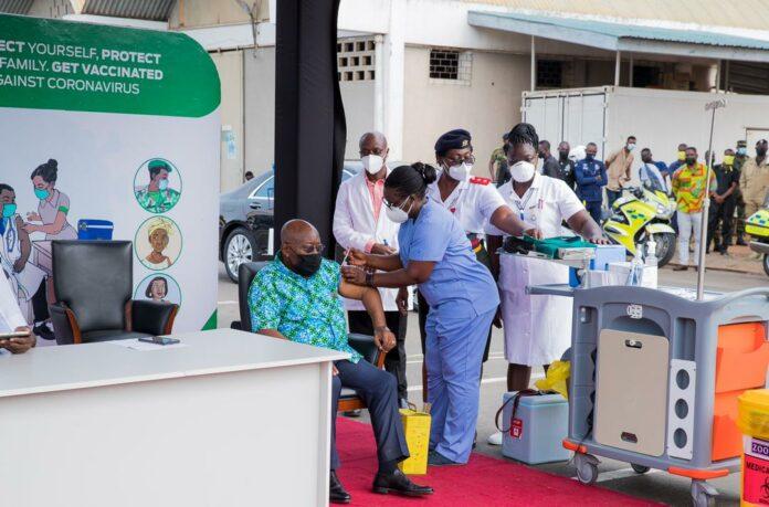 Akufo-Addo takes the COVID-19 vaccine