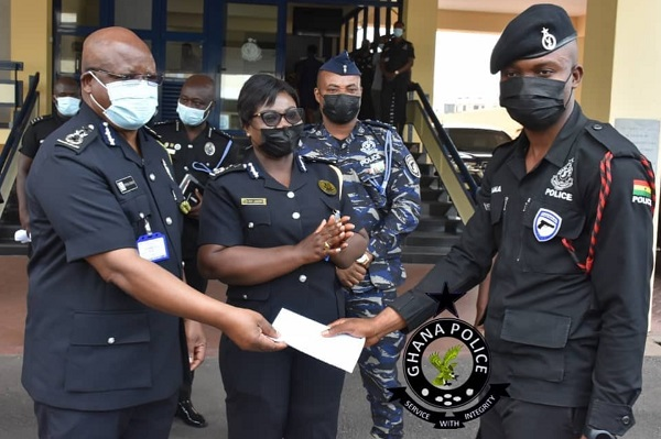Constable Prince Fordjour of the Police National SWAT gets GHC11,000 reward after returning GHC2k to bank