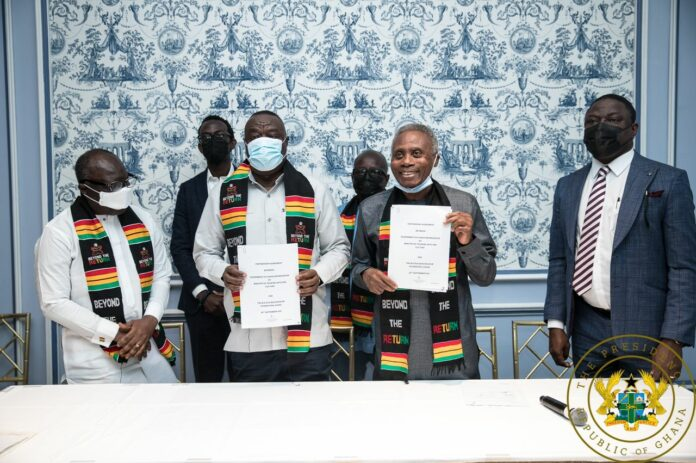 Du Bois Centre agreement signing